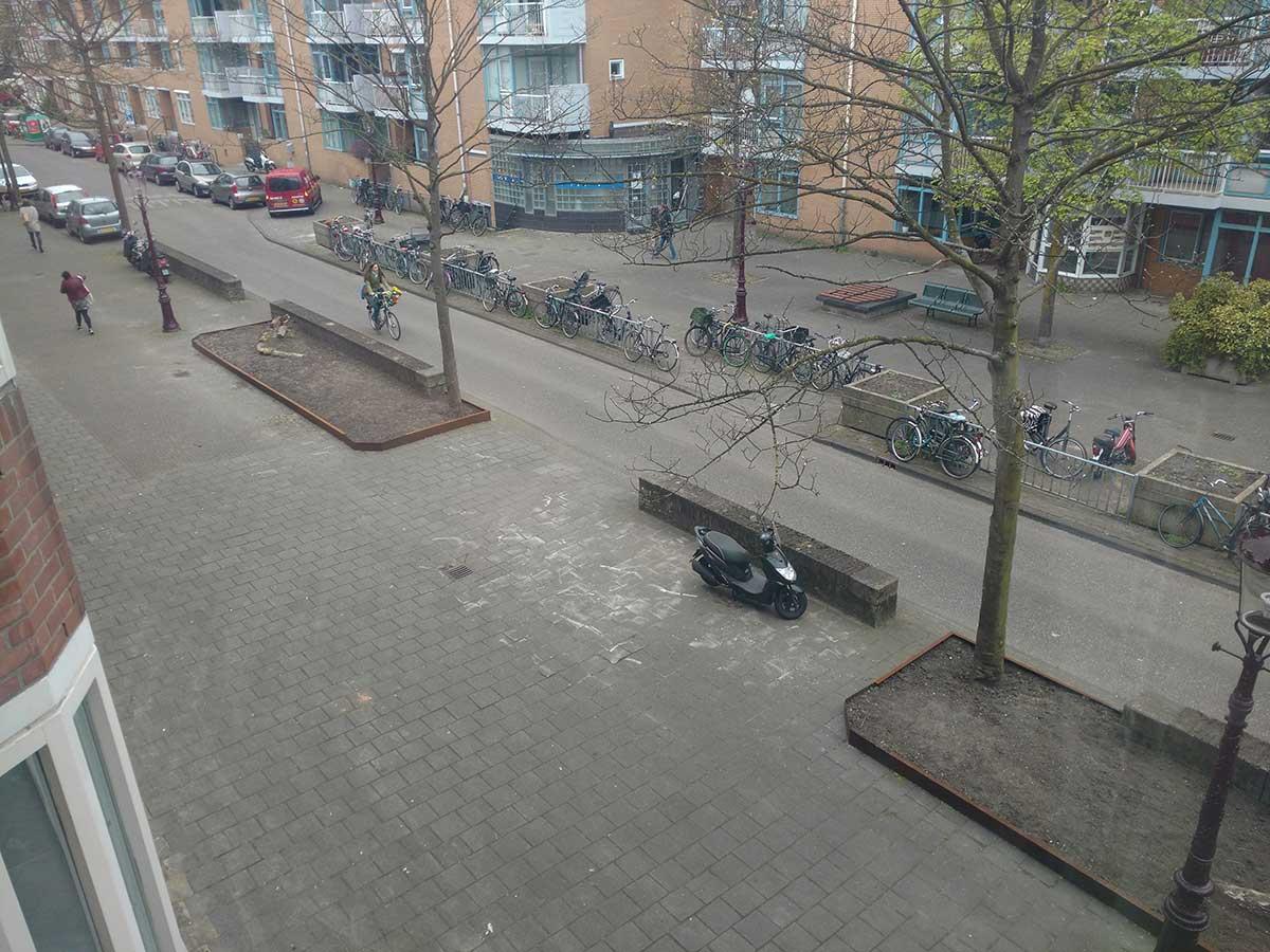 Perkjes nog zonder beplanting aan het einde van Commelinstraat