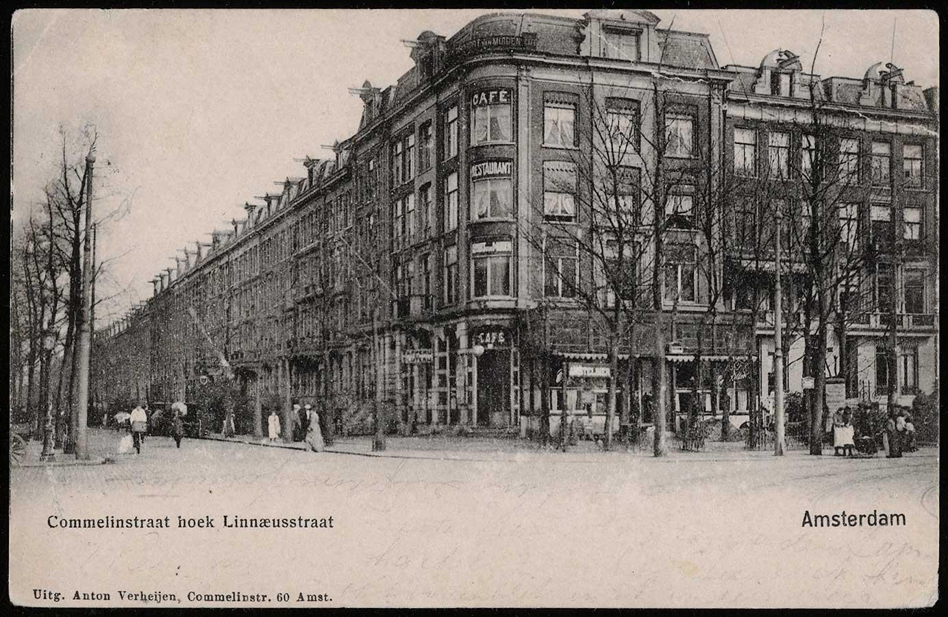 Commelinstraat hoek Linnaeusstraat kijkend naar café Poort van Muiden