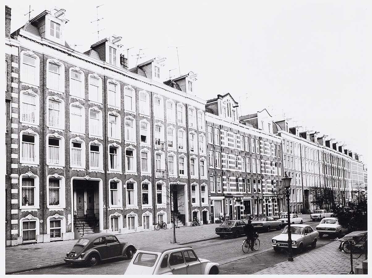 Gevels aan het begin (en linkerkant) van de Commelinstraat in 1977