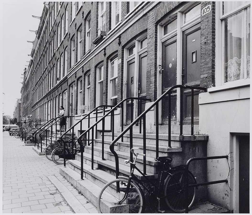 Entreetrappetjes naar voordeuren Commelinstraat in 1978
