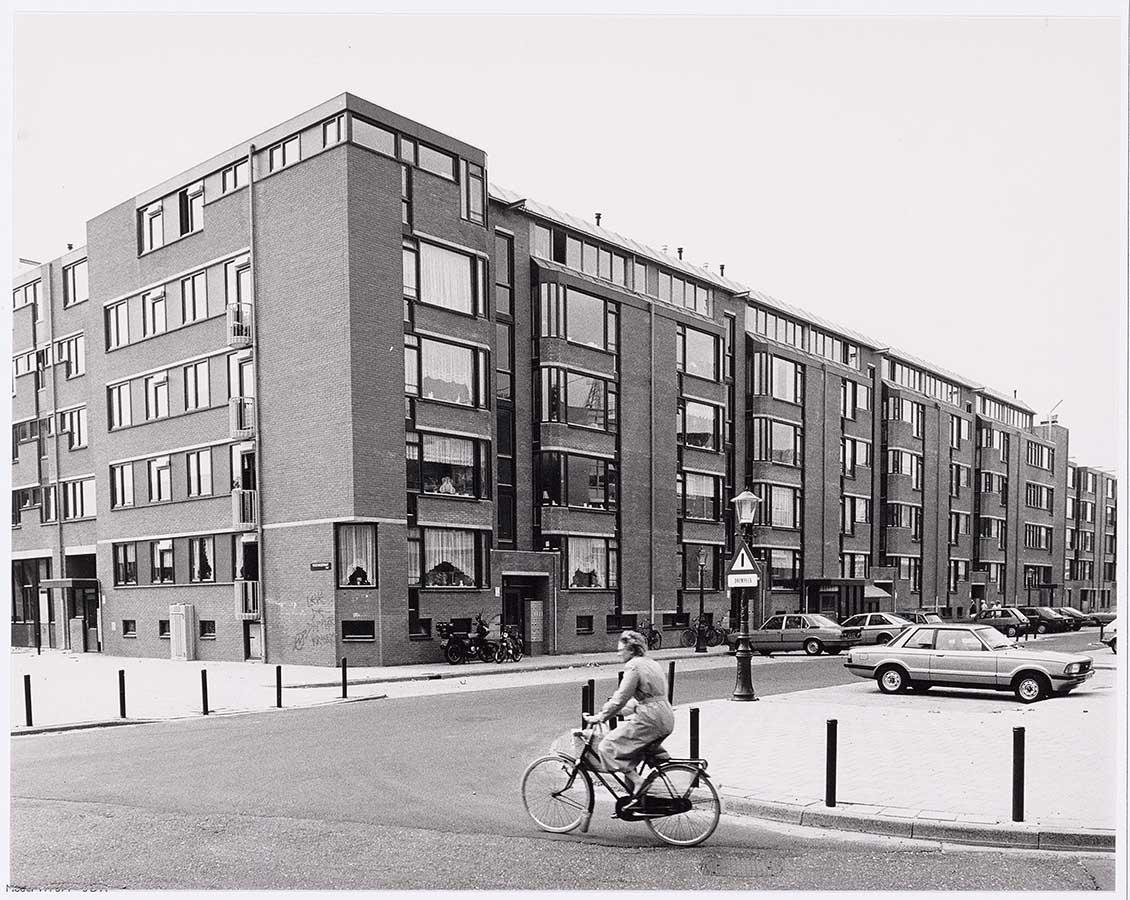 Appartementencomplex hoek Commelinstraat/Pontanusstraat in jaren 80