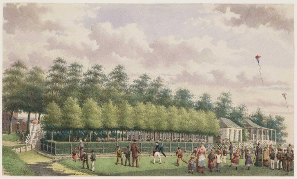 Ingekleurde tekening door J.M. A. Rieke van de uitspanning buiten de Muiderpoort waarop mensen recreëren.