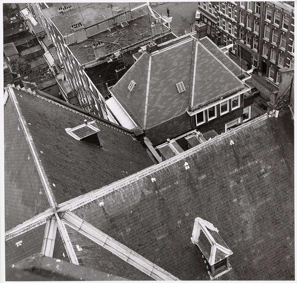 Dak van Muiderkerk van bovenaf gezien (uit toren)