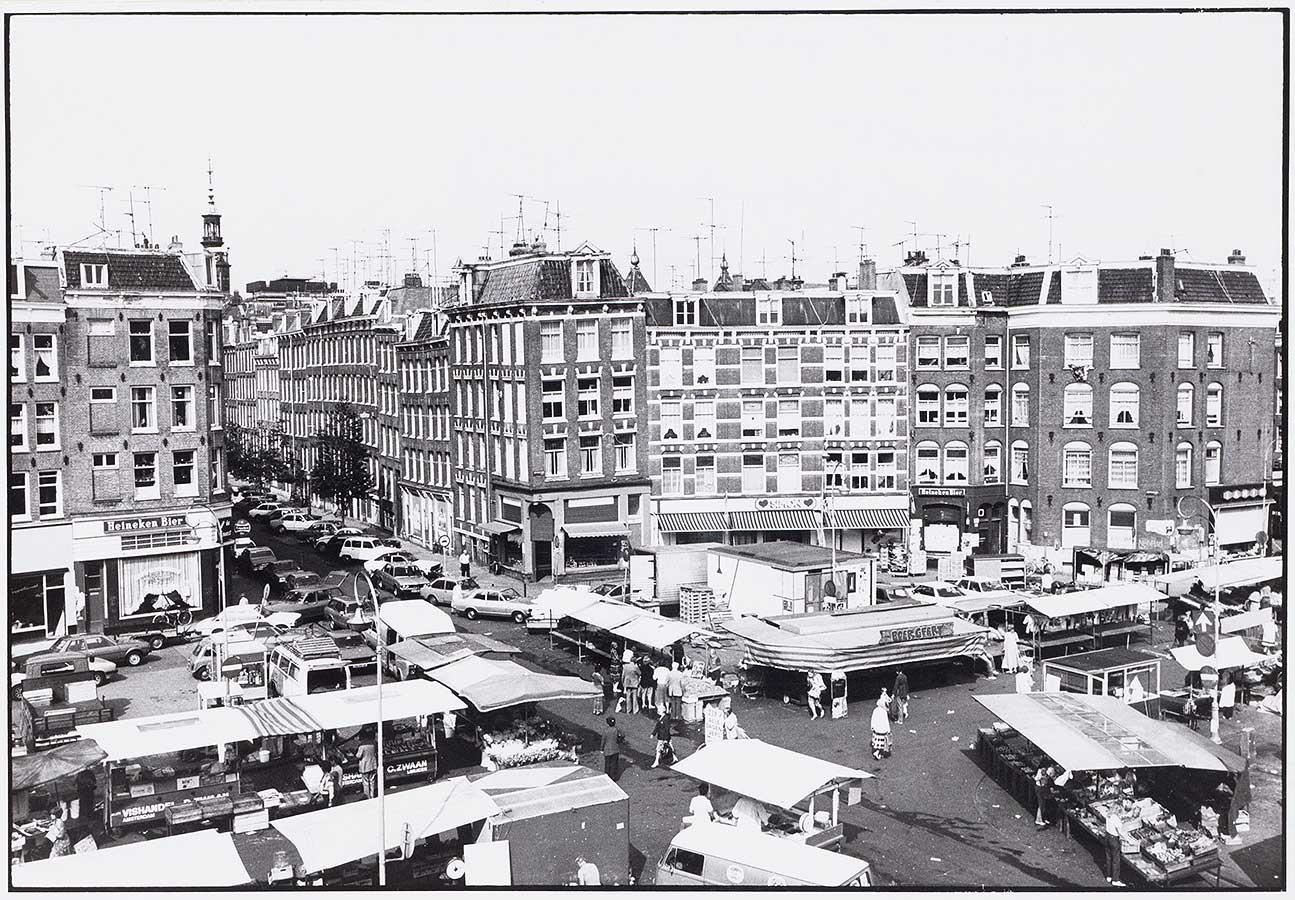 Dappermarkt op het Dapperplein van bovenaf gezien