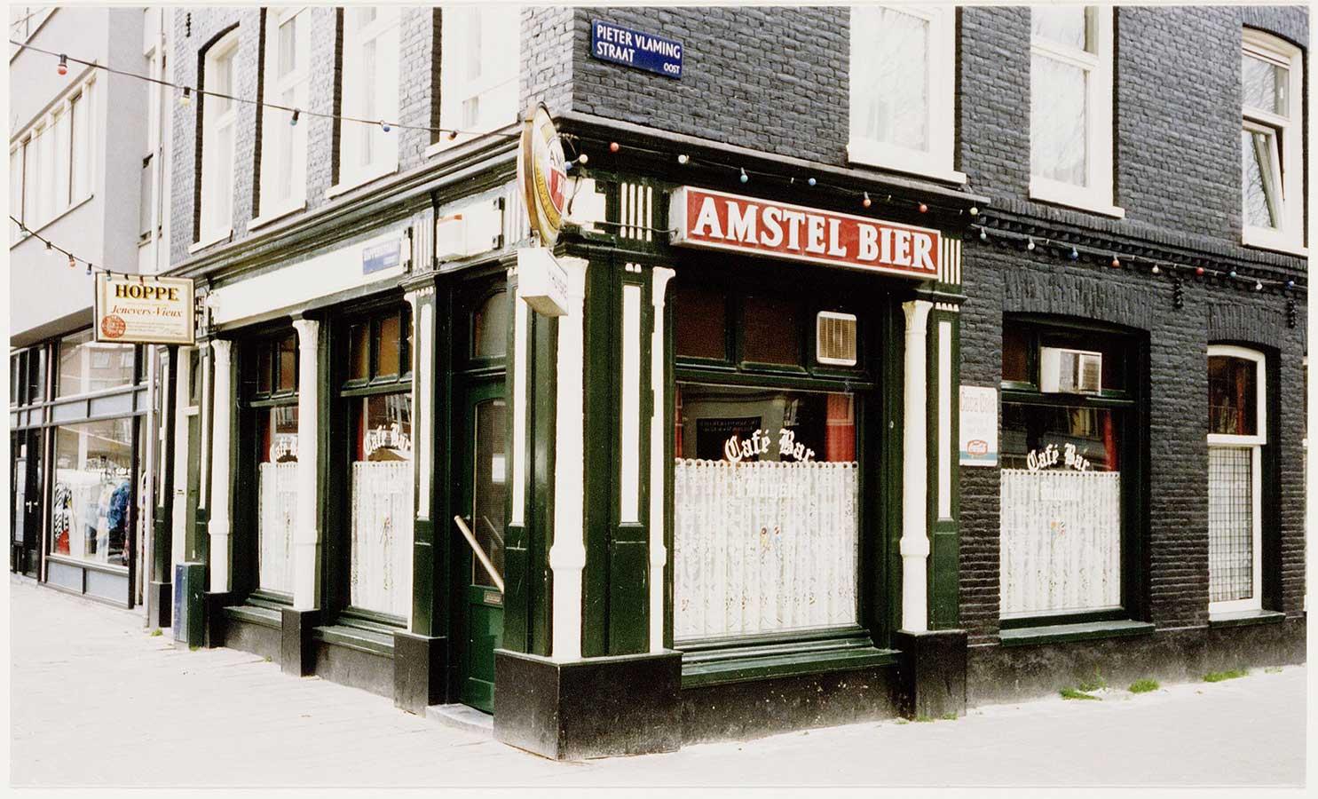 Bar 't Huyske op de hoek Dapperstraat/Pieter Vlamingstraat