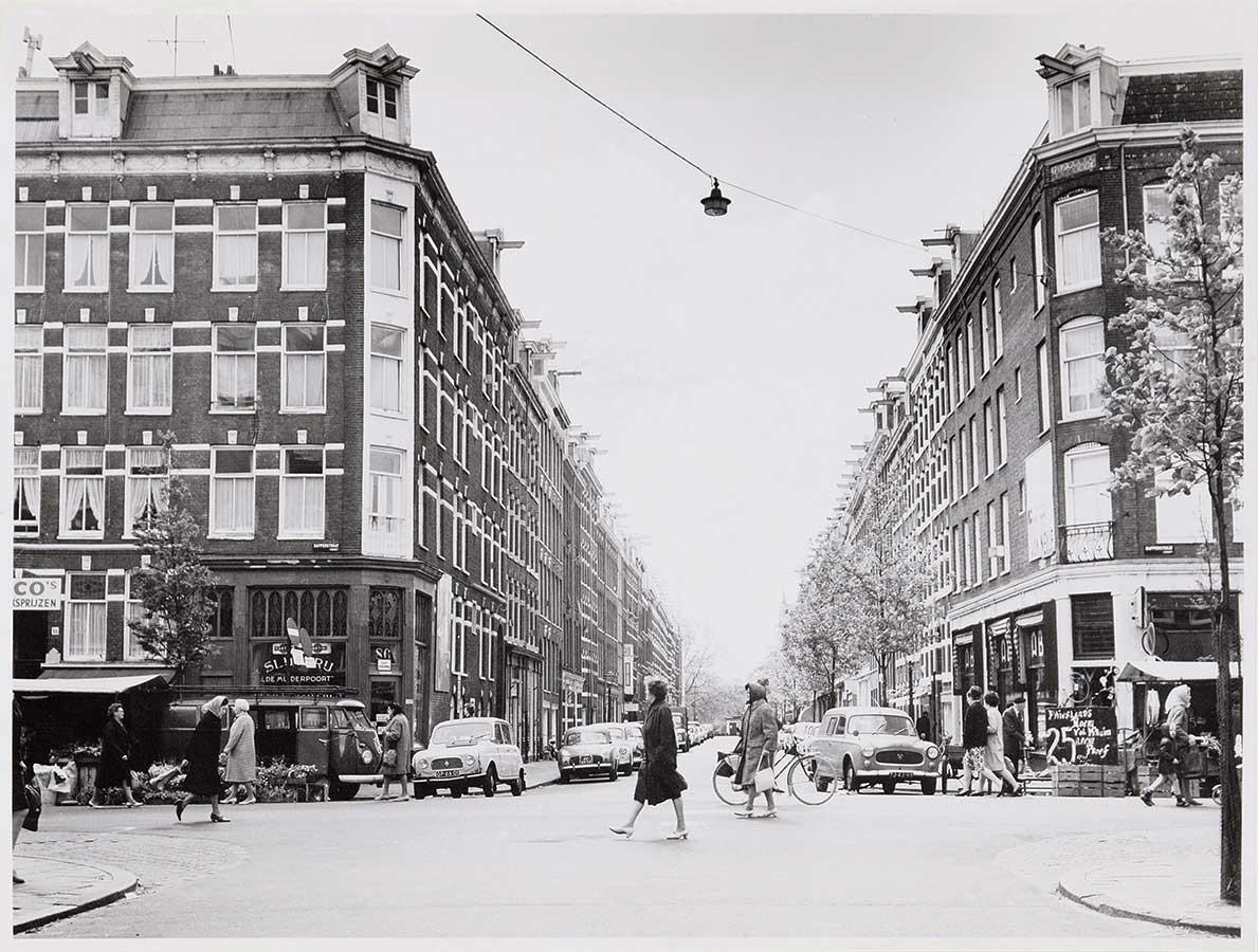 Dapperstraat gezien vanaf Reinwardtstraat richting Linnaeustraat