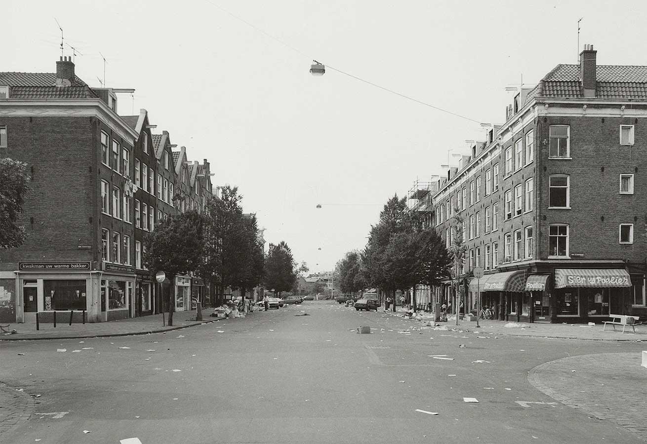Dapperstraat zonder markt maar met veel troep op straat