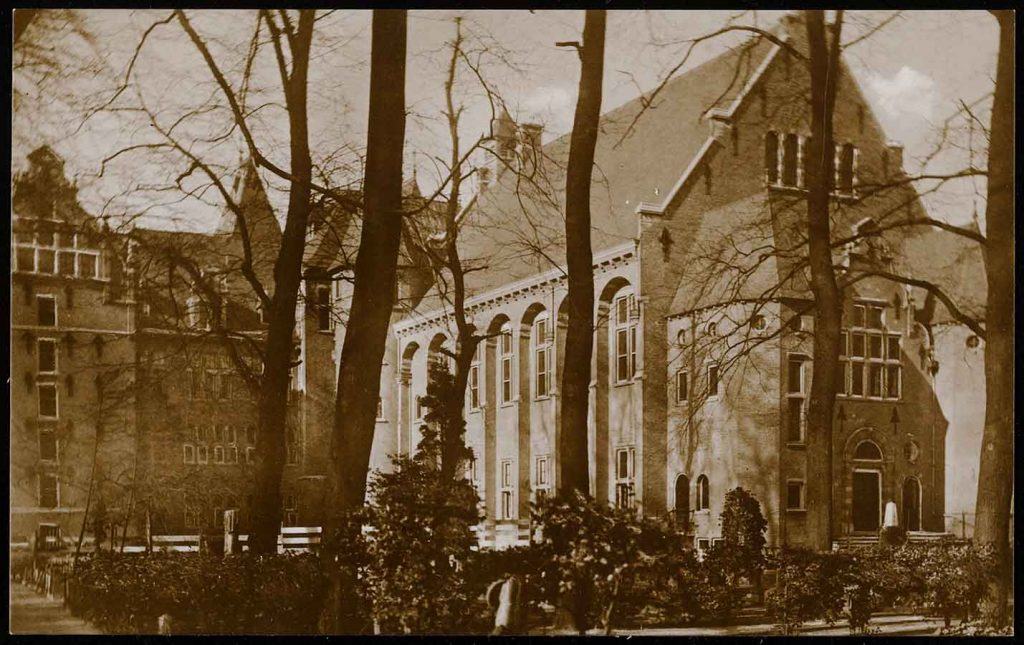Oude foto van achterkant KIT vanuit Oosterpark