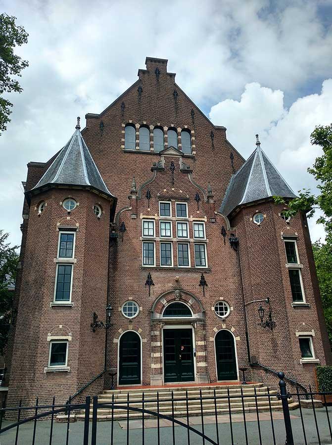 KIT gebouwtje achterzijde aan Oosterpark