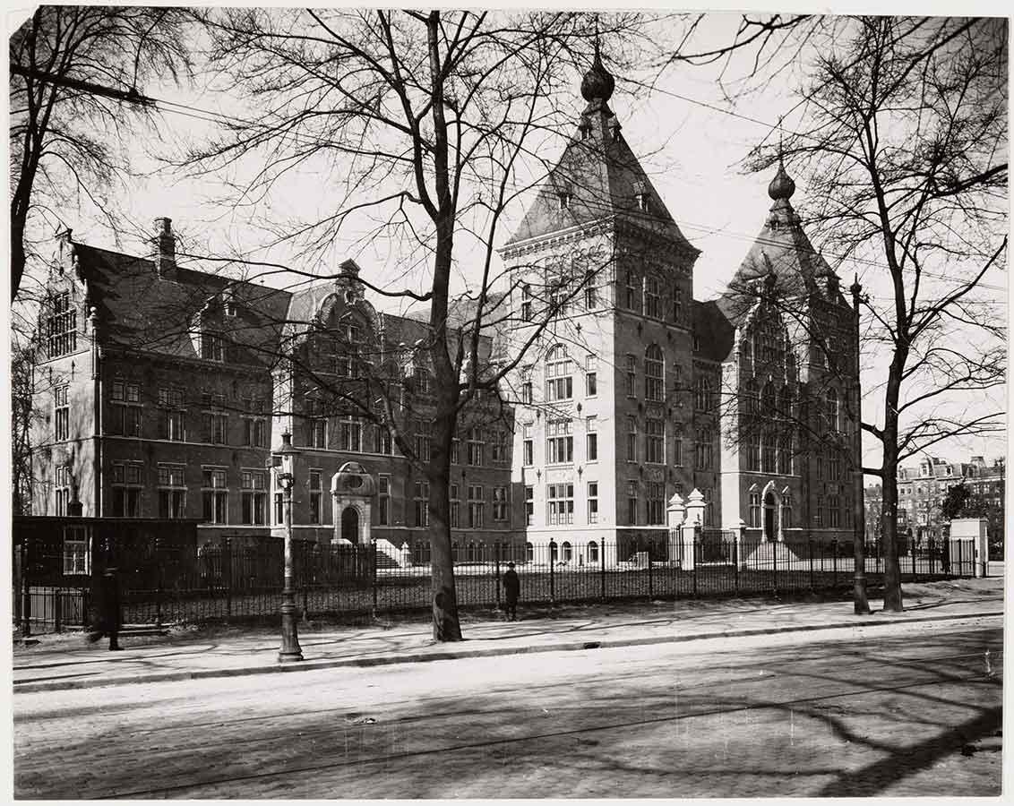 Foto van Linnaeusstraat-zijde KIT richting Mauritskade geschoten