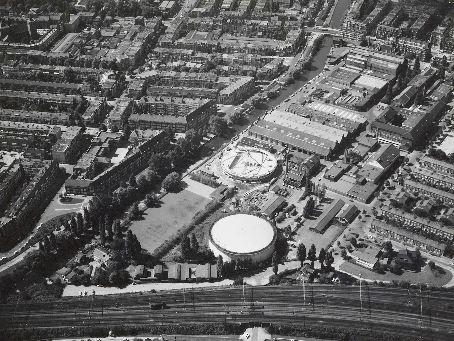 Luchtfoto met Oranjevrijstraat i.v.m. bouw sporthal