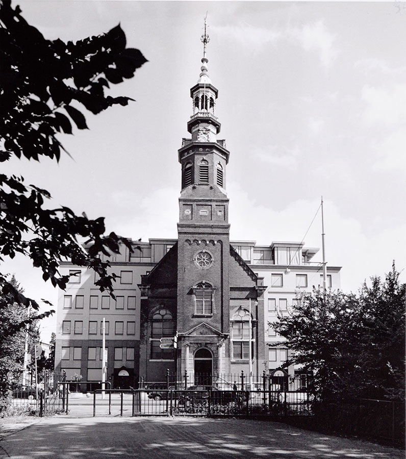 Voorkant Muiderkerk gezien vanuit Oosterpark