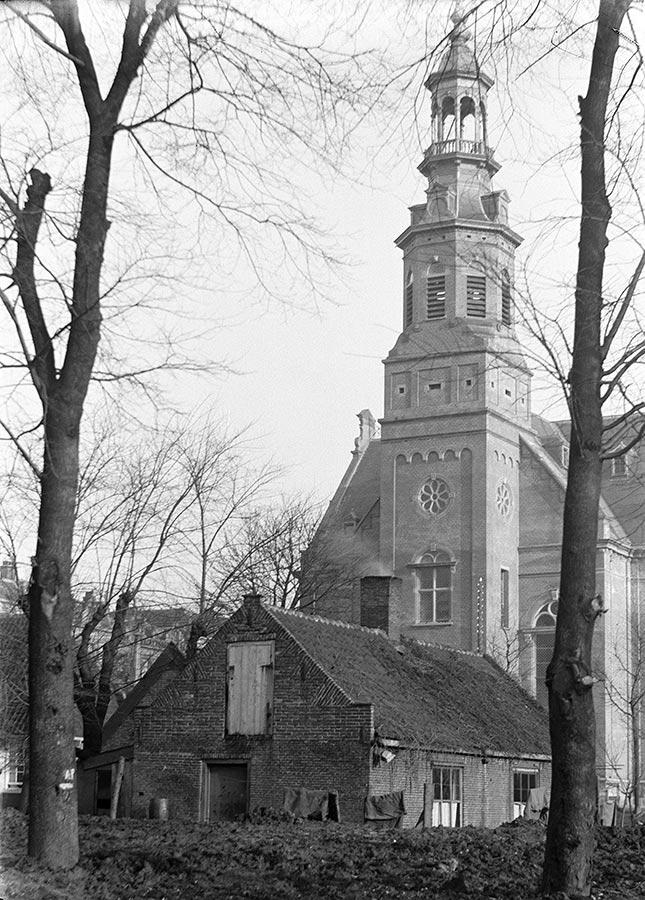 Muiderkerk gezien vanaf Oosterbegraafplaats (thans Oosterpark)