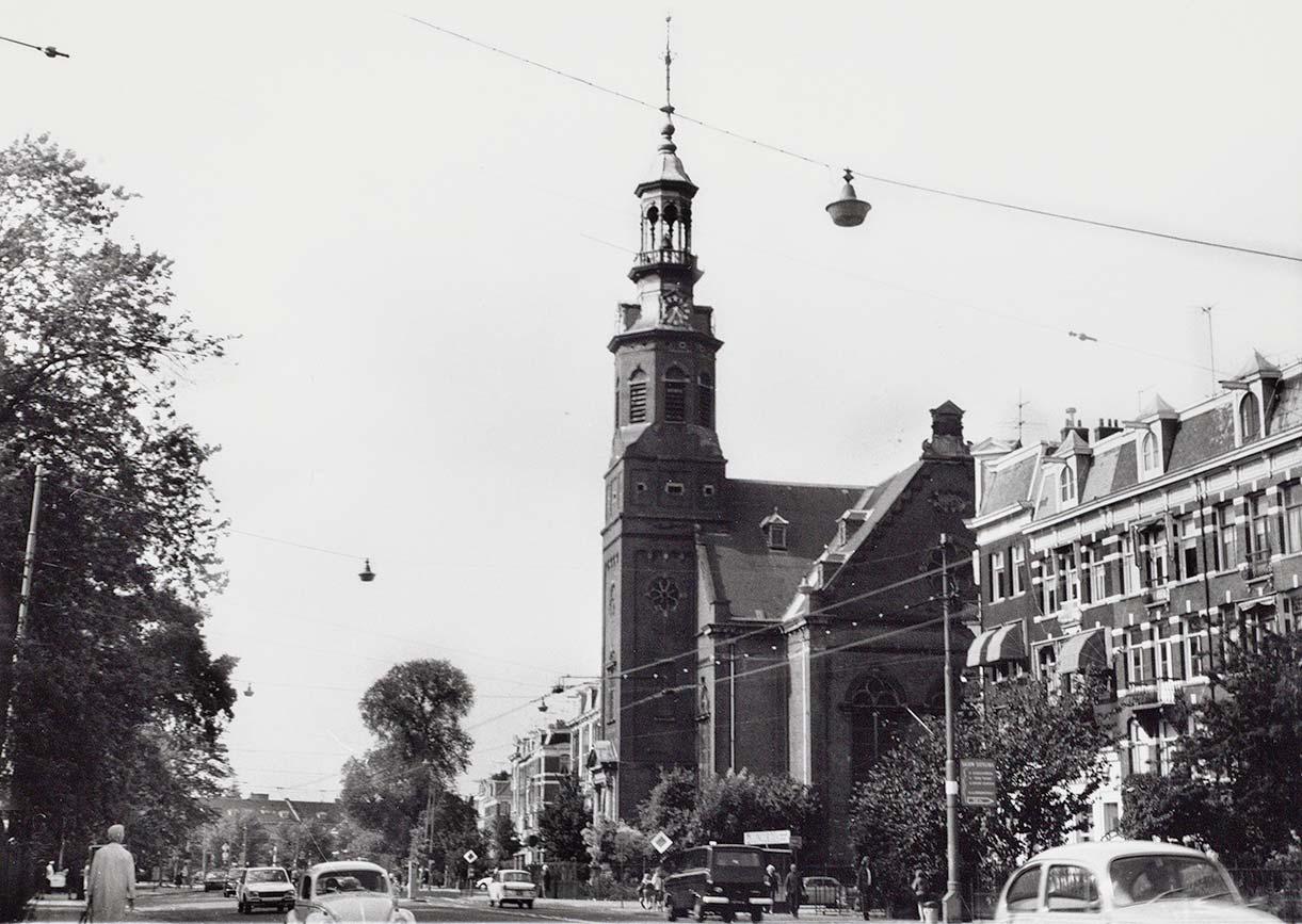 Muiderkerk gezien in richting Mauritskade