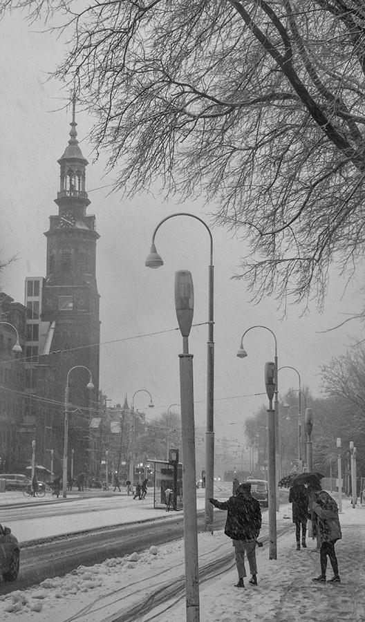 Muiderkerk in de winter, gezien vanaf Linnaeusstraat ter hoogte KIT