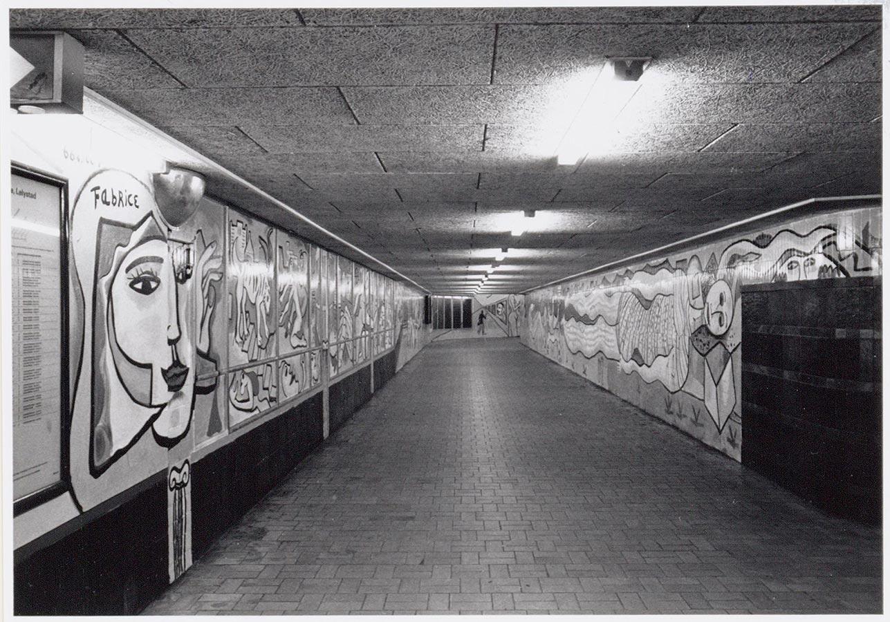 Muurschildering van Fabrice in de gang van Muiderpoortstation (1993)