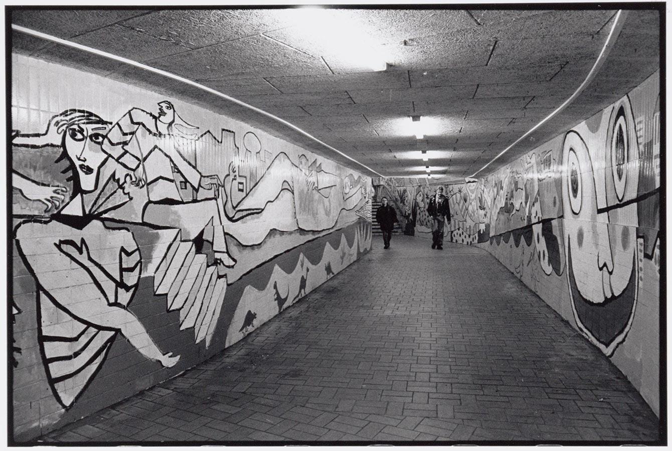 Muurschildering Fabrice in gang Muiderpoortstation (1993)