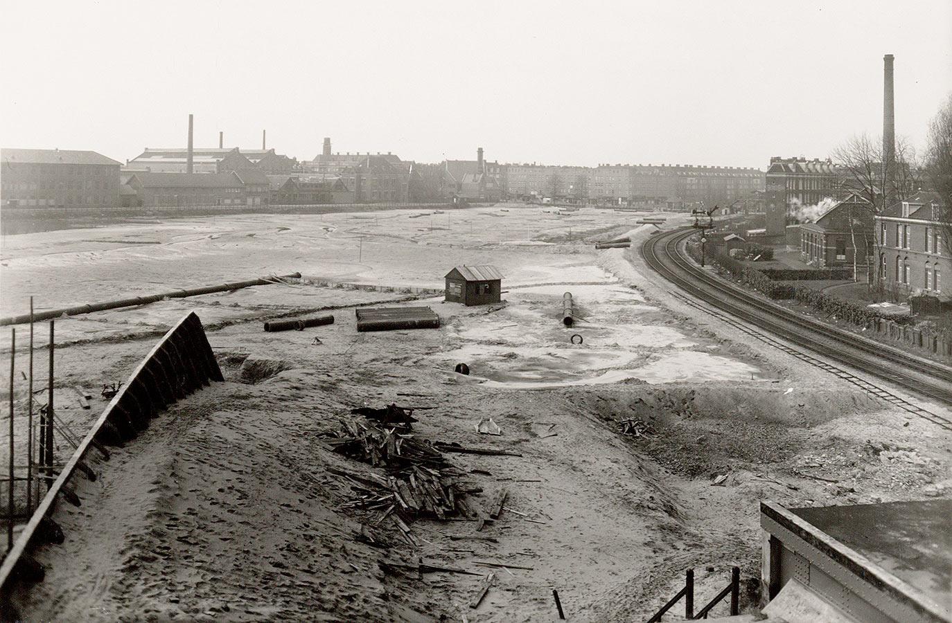 Spoordijk in aanleg gezien vanaf nieuwe Miuiderpoortstation naar Linnaeusstraat