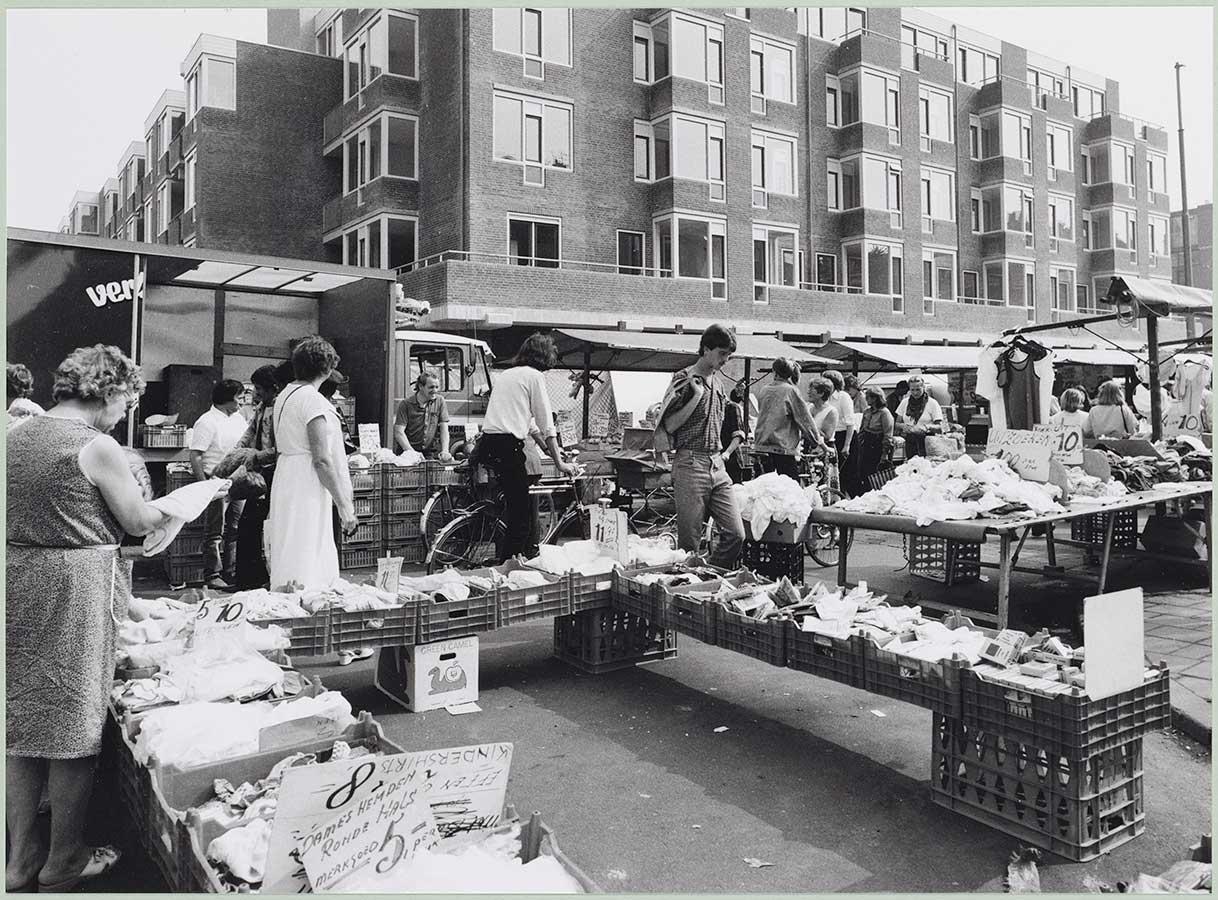 Dappermarkt ter hoogte Von Zesenstraat