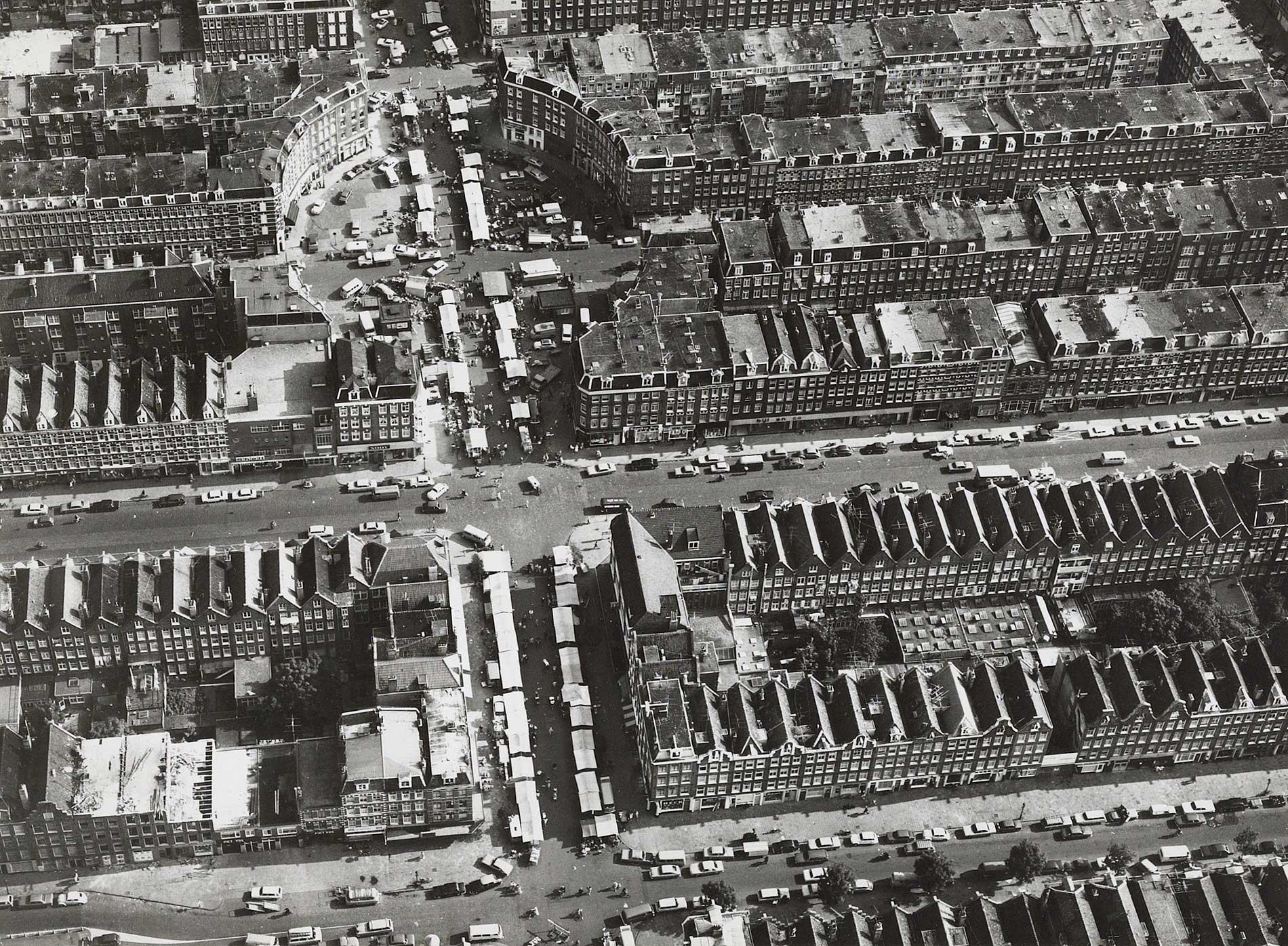 Luchtfoto met duidelijk zicht op Dapperplein